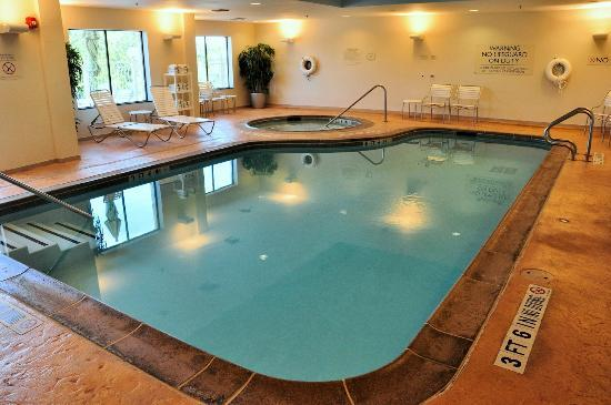 Fairfield Inn & Suites Dallas Mansfield: We enjoyed both the indoor pool and hot tub.