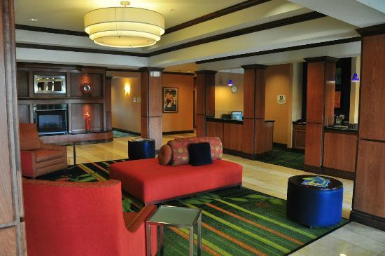 Fairfield Inn & Suites Dallas Mansfield: Main lobby, with business center at right.