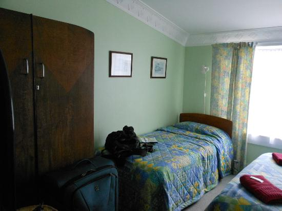Richmond Guest House: One of the two beds in the room, the second one being bigger than the one pictured.