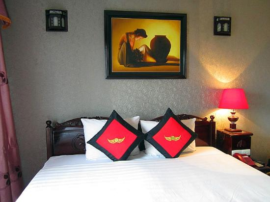 Golden Wings II Hotel: room #701 (deluxe)