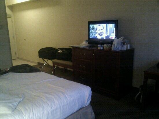 Holiday Inn Express Hotel & Suites Fairbanks: TV