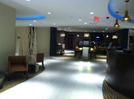 DoubleTree by Hilton Cape Cod - Hyannis: main lobby and bar