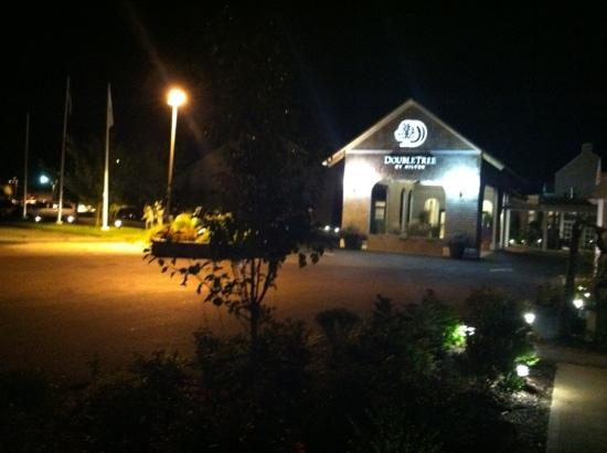 DoubleTree by Hilton Cape Cod - Hyannis: nighttime