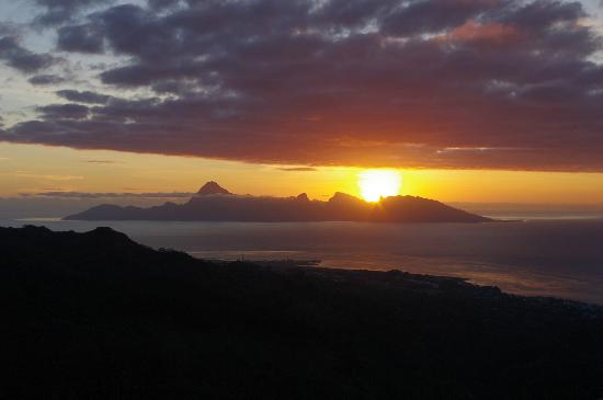 Le Belvedere: Sunset over Moorea