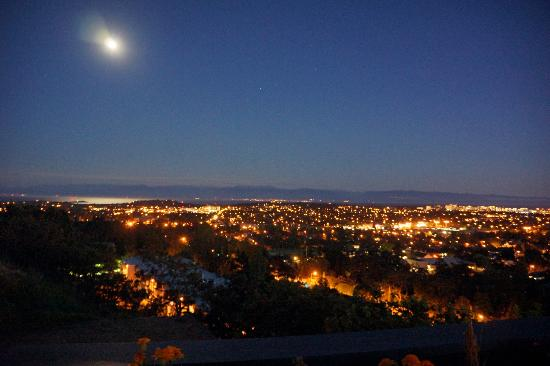 Vista on the Rock: Enjoy full moon, half moon, and countless stars at your own private patio