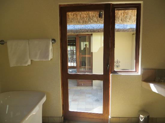 Motswari Private Game Reserve: Leopard room - view to main room from bathroom