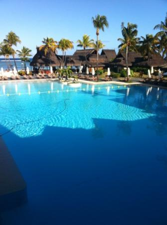Sofitel Mauritius L'Imperial Resort & Spa: pool view from the lobby