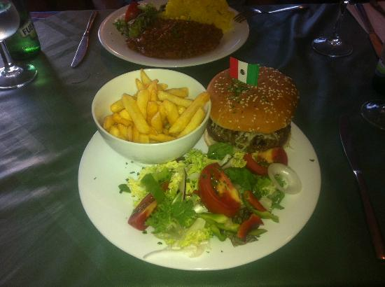 Zacatecas Tex Mex : American Hamburger, fries & salad