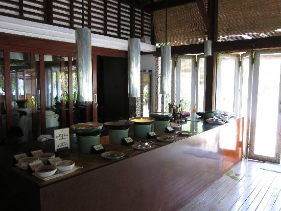 Wakatobi Dive Resort: Buffet selection at lunch time