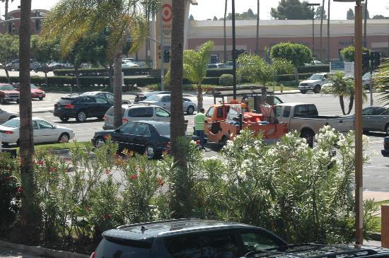 Comfort Suites Huntington Beach: View Toward street from room