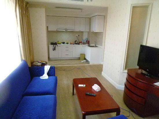 Puzhao Holiday Hotel: 向こう側がキッチン