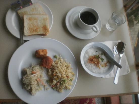 Wira Hotel: Breakfast