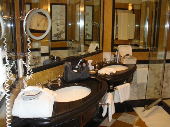 Hotel Bristol Vienna: Master Bathroom