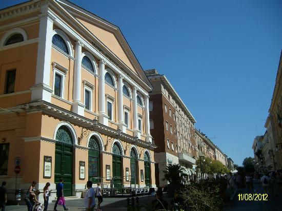 Civitatours: Teatro Traiano