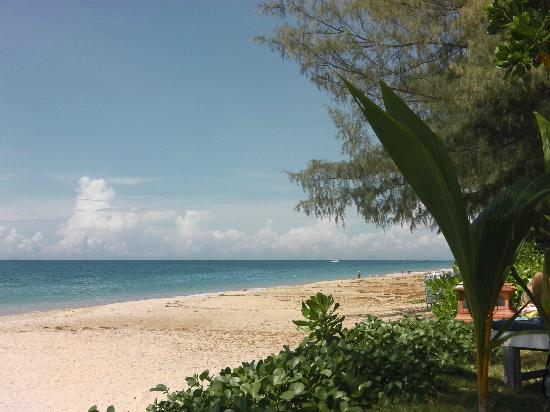 Lanta Casuarina Beach Resort: plage de l'hôtel