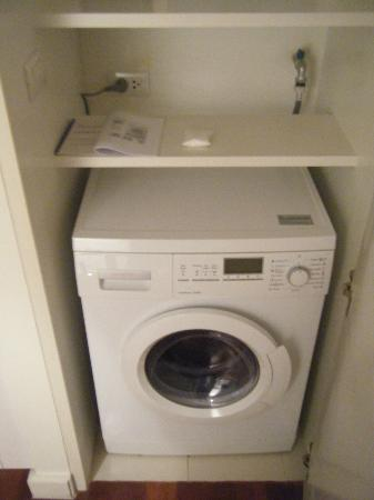 Phachara Suites: Washer dryer!