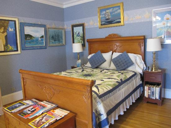 Orchard Street Manor: The Blue Bedroom with private bath