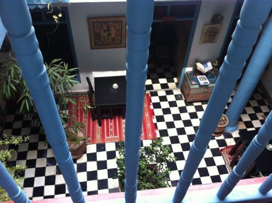 Hotel Les Matins Bleus: Rez de chaussée, looking down from the terrace