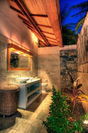 เกลาปา ลักชูรี วิลล่าส์: Bathroom