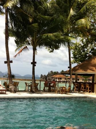 El Nido Resorts Lagen Island: отдых у бассейна отеля