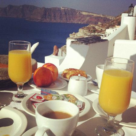 Filotera Suites: breakfast with the view from our private terrace