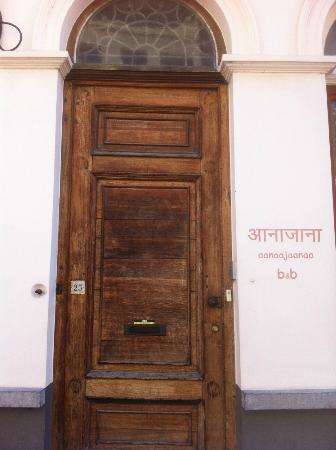 Aanaajaanaa B&B: voordeur