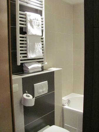 Villathena: Towel warmers and toilet