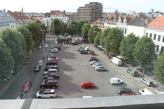 Sofitel Brussels Europe: Vue de la place Jourdan depuis la chambre