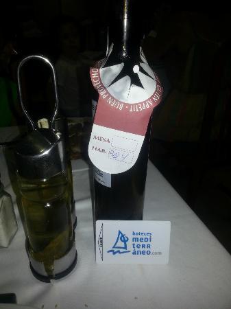 Acualandia: En pensión completa a 185 euros diarios has de pagar la bebida, incluso el agua.