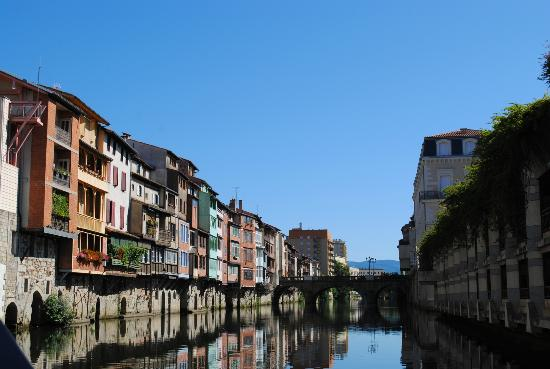 Le Medieval: buildings and river at castres