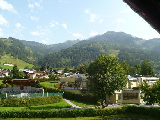 Das Alpenhaus Kaprun: Uitzicht vanaf kamer