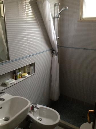 Hotel B&B Souvenir: bagno