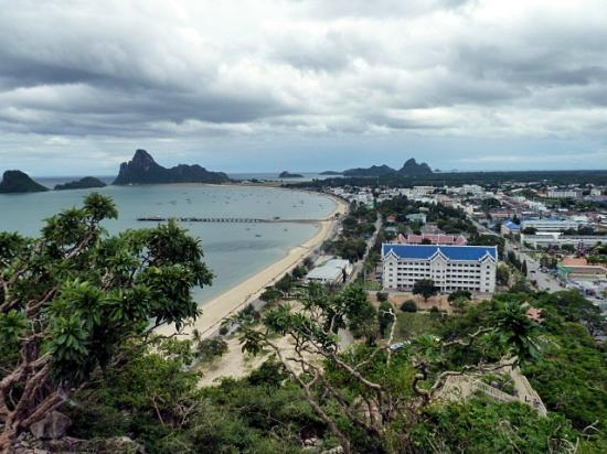 Prachuap Beach Hotel: View from the Temple