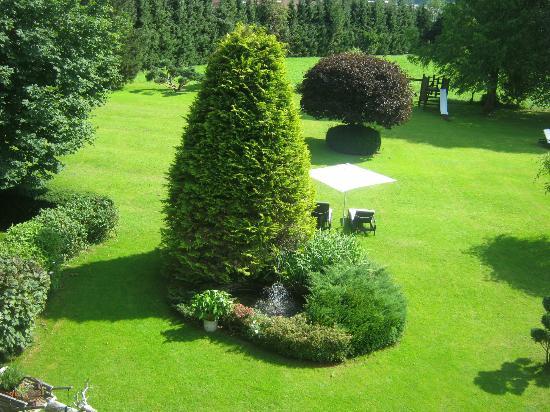 Gartenhotel Toni: Garden from room