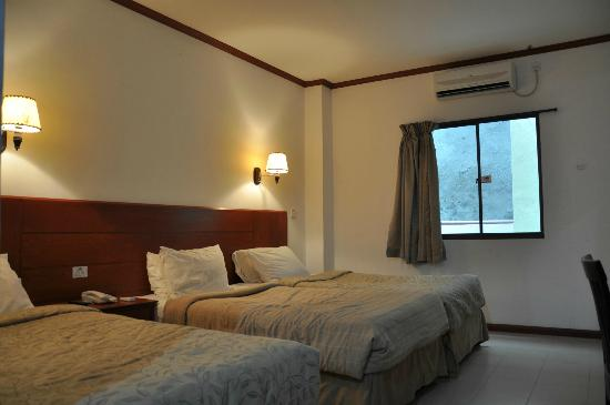 Banding Lake Side Inn, Hotel & Resort: Standard triple room 218