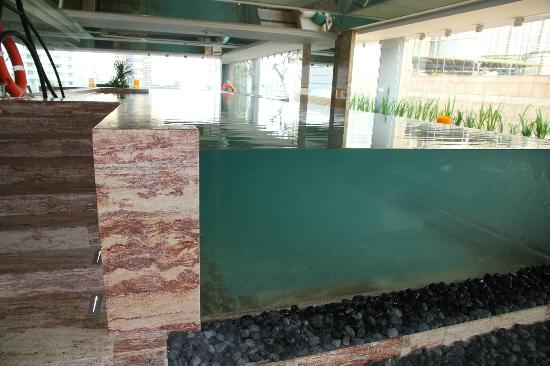 Keraton at The Plaza, a Luxury Collection Hotel: Glass pool!
