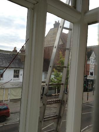 The Kings Arms: vive le laveur de vitre à 7h30 qui regarde dans votre chambre
