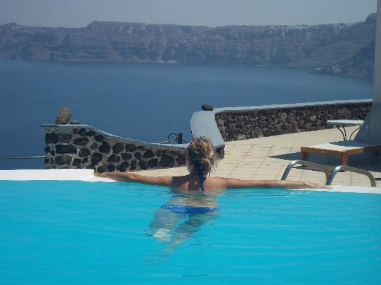 Apanemo: View from infinity pool
