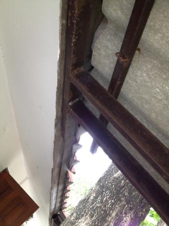 Chaweng Villa Beach Resort: asbestos ceiling