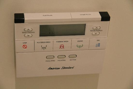 Keraton at The Plaza, a Luxury Collection Hotel: Sophisticated bottom washer