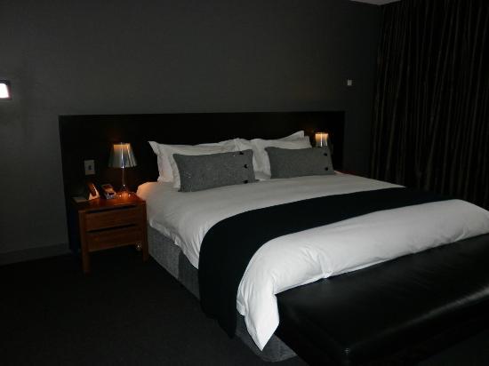 โมน่าพาวิลเลี่ยนส์: King size bed - Robin Pavilion