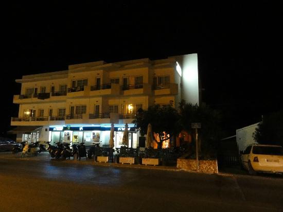 Hostal Illes Pitiuses : L'esterno dell'hotel