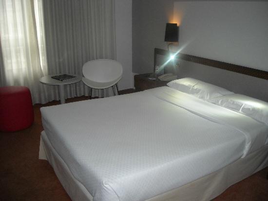 Tryp Vigo Los Galeones Hotel: HABITACION