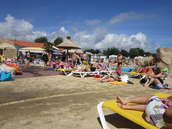 Piscine picture of camping acapulco saint jean de monts for Camping avec piscine vendee
