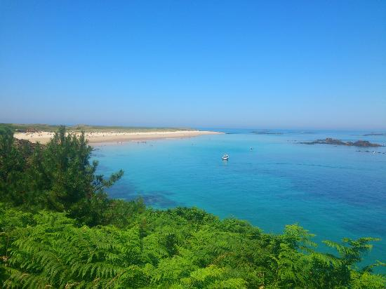 Herm, UK: Shell beach on walk from Portlet Bay