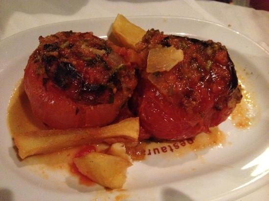 Taverna Camille Stefani: stuffed tomato with rice