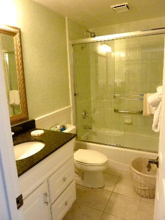 BEST WESTERN PLUS Carmel Bay View Inn: Salle de bain