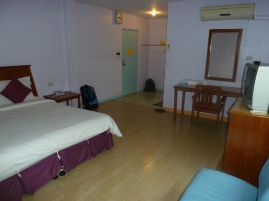 Sri Chumphon Hotel: Comfy room