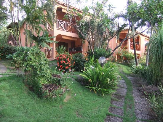 Hotel Au 'Ti Sucrier: Bâtiments et Jardin