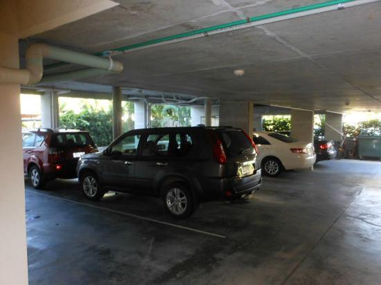 Peninsula Boutique Hotel: Undercover car parking